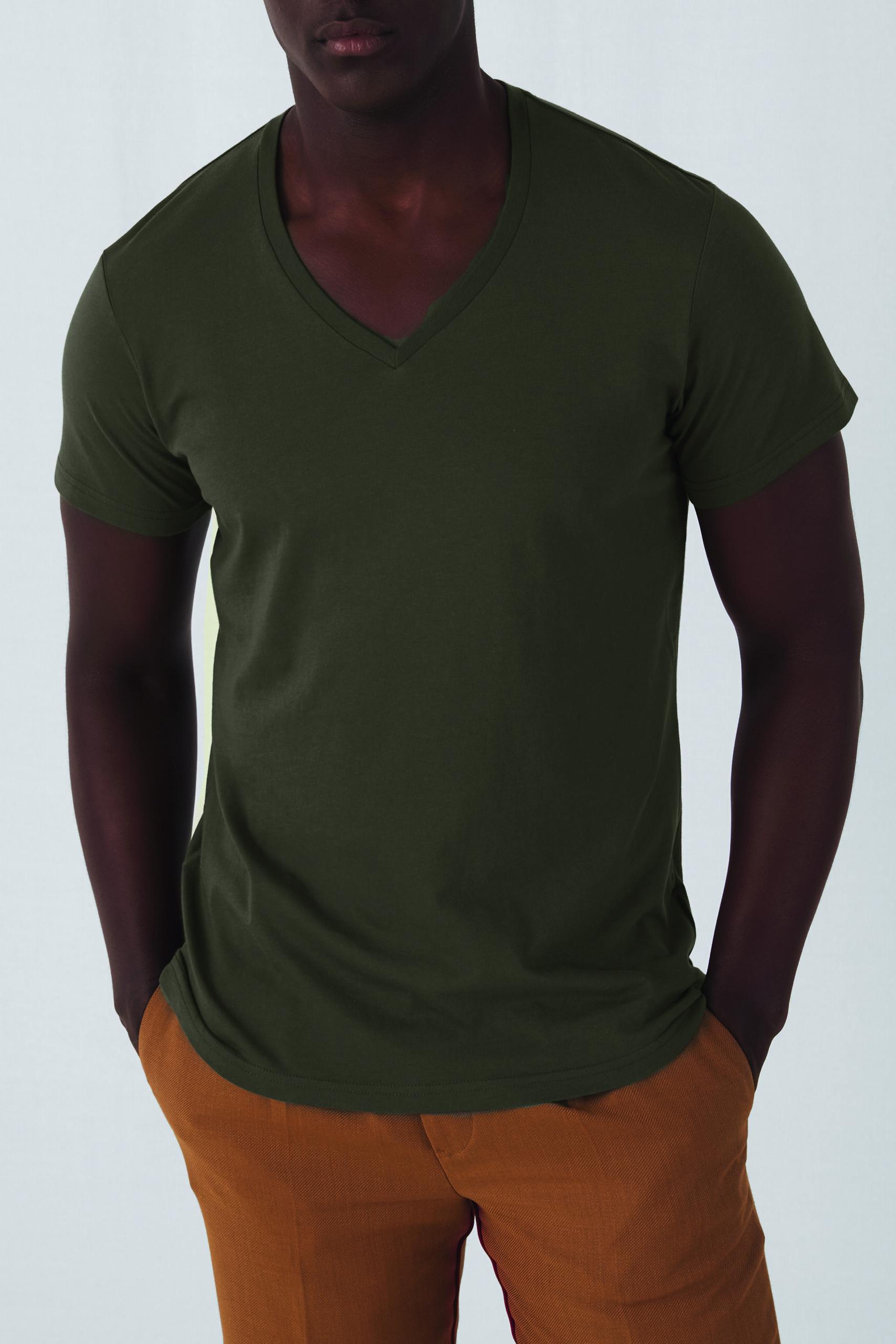 Økologisk, Fair Wear Og Oekotex T-shirt Med V-hals Til Mænd I En 140g/m2 Kvalitet [ BCTM044]